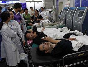 上海地铁10号线追尾 271人受伤