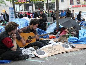 示威者露宿抗议活动大本营