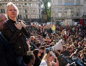 阿桑奇伦敦示威现场演讲