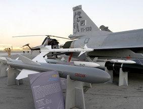 枭龙战机配C802AK:迪拜航展实物为证