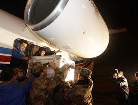 神八搭载的有效载荷凌晨运抵北京