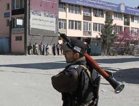 阿富汗喀布尔,安全部队在袭击现场