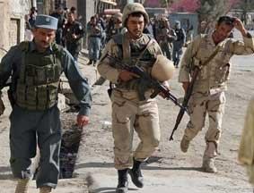 阿富汗安全官员实施救援