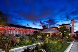 傍晚时分的屋顶花园