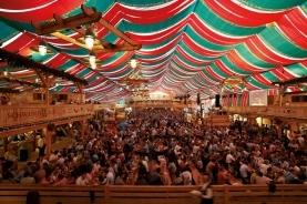 斯图加特Wasen啤酒节的帐篷
