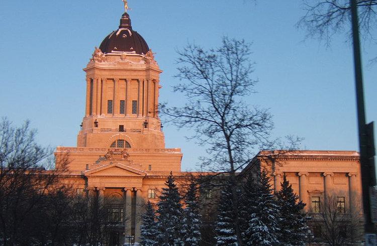 4 皇家加拿大造币厂  这栋金字塔形状的玻璃建筑是世界上最现代化的
