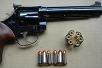 曼纽因MR73转轮手枪