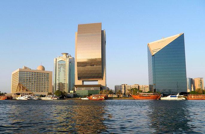 又称阿拉伯塔酒店,位于中东地区阿拉伯联