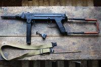 麦德森1946/1950型冲锋枪
