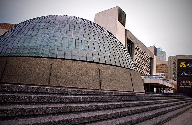5 皇家加拿大造币厂  这栋金字塔形状的玻璃建筑是世界上最现代化的