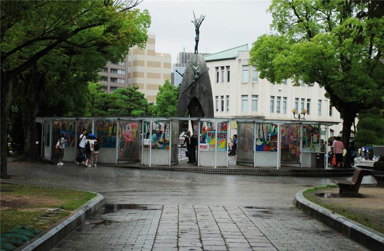 千羽鹤纪念碑/原子弹爆炸遇难之子塑像_广岛_日本
