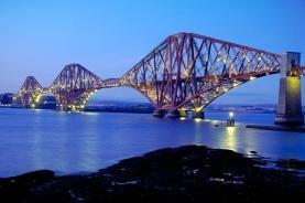 夜色中的大桥