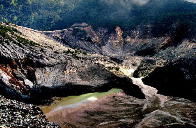 塞尔达火山的风景画