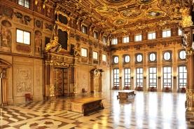 富丽堂皇的宫殿