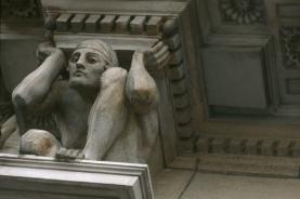 建筑外的雕塑