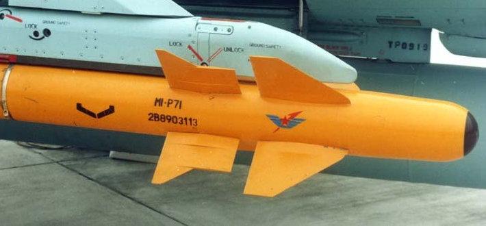 该弹采用十字形双鸭式气动外形布局