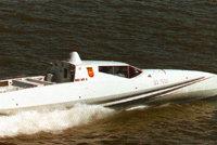 吕尔森超细长快速冲击艇