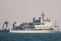 海洋岛号潜艇支援舰(864)