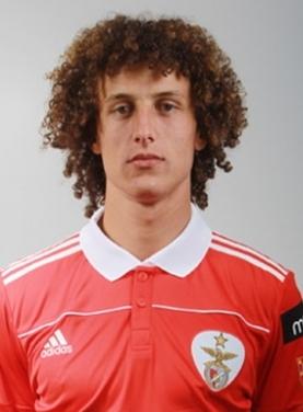 路易斯人物介绍  求零二年世界杯巴西队球员大名单答:[1]马科斯-雷斯