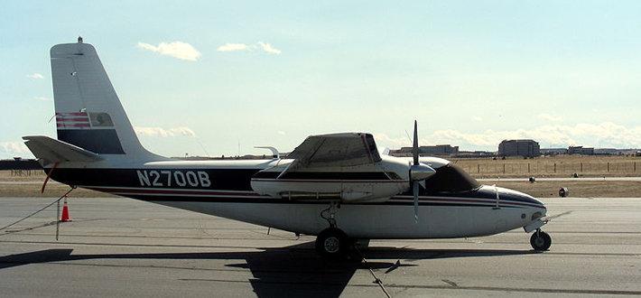 上单翼双发活塞式机型