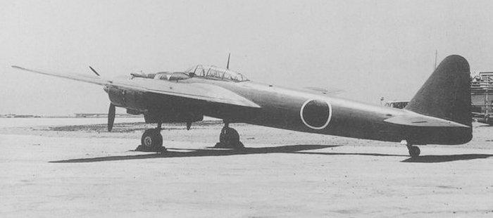 另外在机身后方加上两门九九式机炮作为斜射机炮