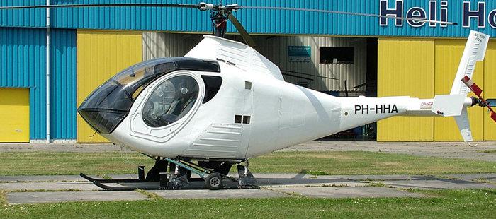 单台罗尔斯·罗伊斯250型涡轮轴发动机;上下垂直尾翼;尾撑后部安装