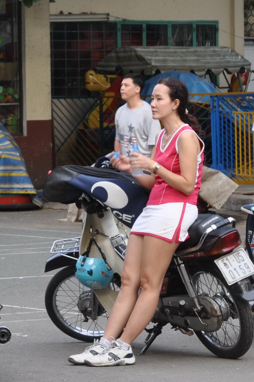 越南街头随拍摩托车美女